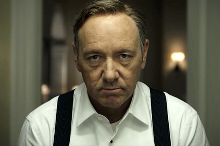 Integrantes da equipe de 'House of Cards' acusam Kevin Spacey de assédio