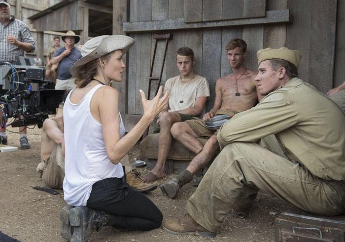 """""""Invencível"""", filme de Angelina Jolie, é acusado de racismo no Japão"""