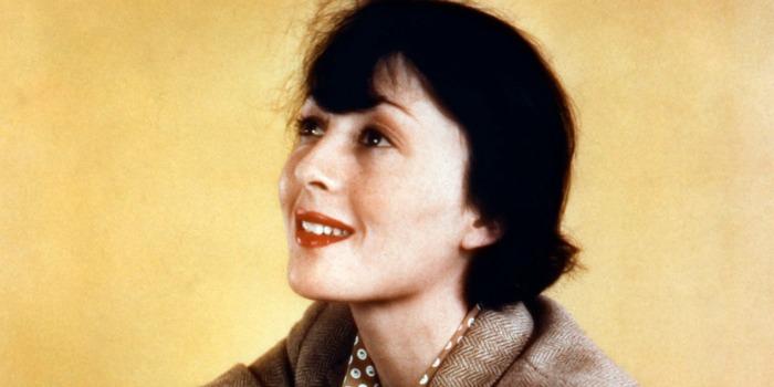 Primeira vencedora de dois Oscars seguidos morre aos 104 anos
