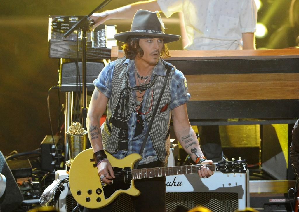Johnny Depp critica atores que usam fama para alavancar carreira de músico