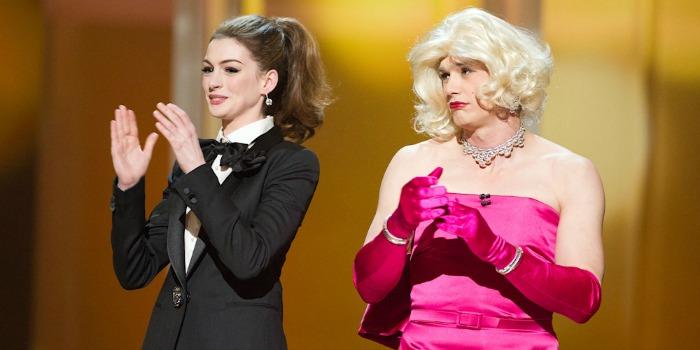 Anne Hathaway detona o próprio trabalho de apresentadora do Oscar