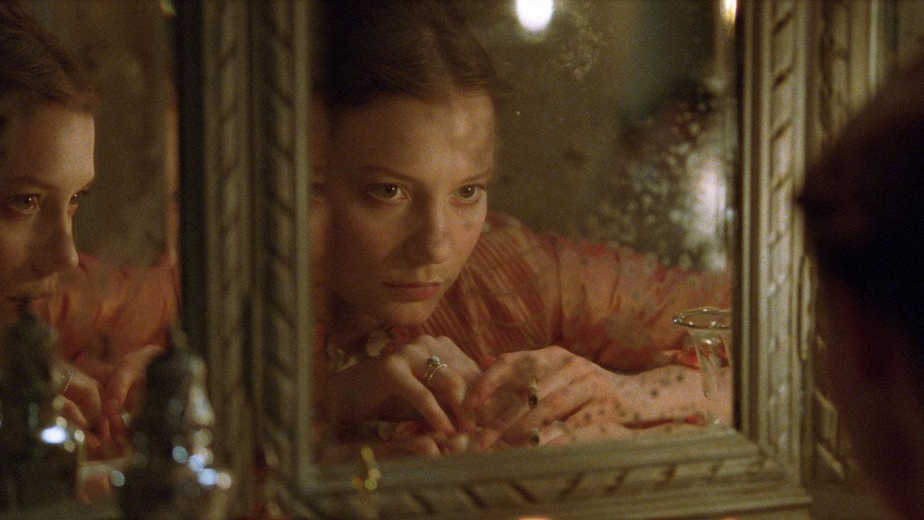 Nova versão de Madame Bovary ganha trailer e pôster