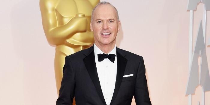 Vídeo flagra Michael Keaton guardando discurso no bolso após perder o Oscar