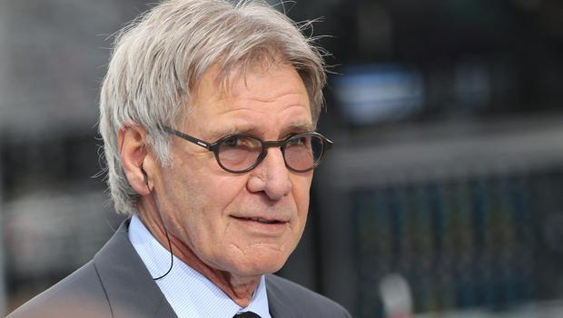 Harrison Ford sofre acidente de avião e é levado a hospital