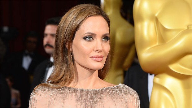 Angelina Jolie negocia para ser protagonista do drama de guerra 'Shoot Like a Girl'