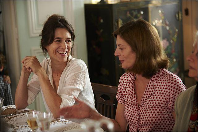 """Charlotte Gainsbourg brilha no trailer de """"3 Corações"""""""