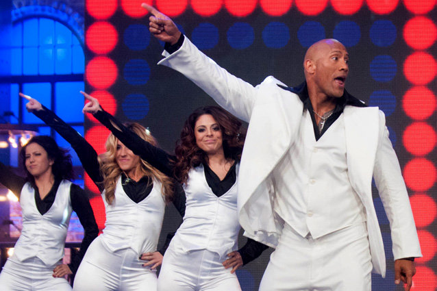 "Dwayne Johnson ""canta"" Bee Gees no Spike TV"