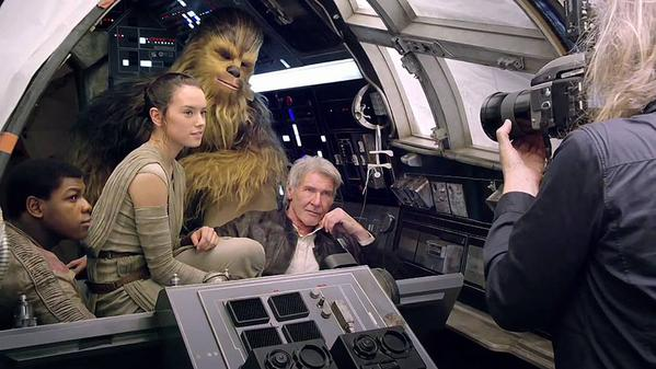 """Star Wars"" promete arrecadar tanto quanto ""Avatar"" e ""Titanic"" nas bilheterias"