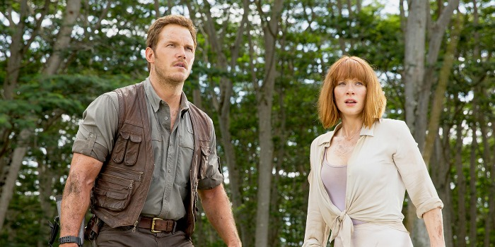 Chris Pratt e Bryce Dallas Howard em Jurassic World: O Mundo dos Dinossauros