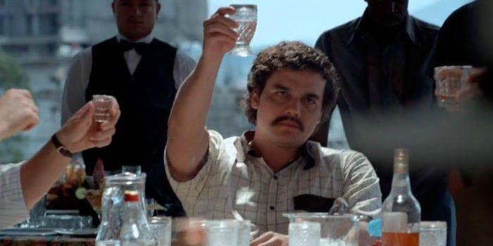 """Wagner Moura como Pablo Escobar em cena de """"Narcos"""", nova série do Netflix"""