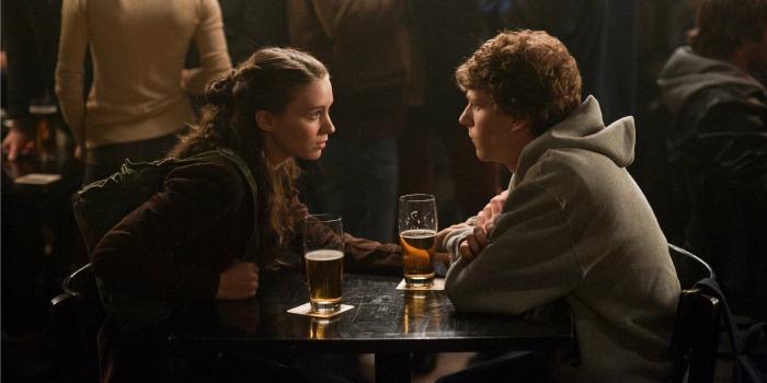 Rooney Mara e Jesse Eisenberg em A Rede Social
