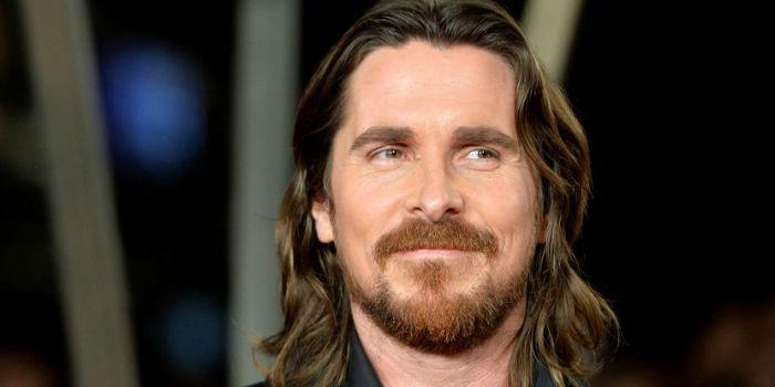 Michael Mann dirige Christian Bale na cinebiografia do criador da Ferrari
