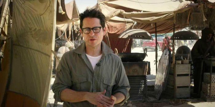 """J. J. Abrams diz que gostaria de ver um personagem gay em """"Star Wars VIII"""""""