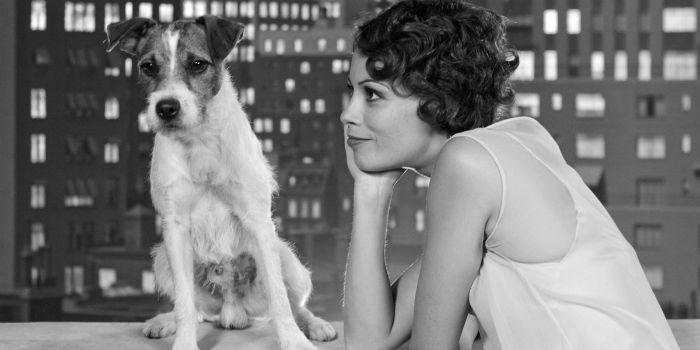 O cãozinho Uggie e Berenice Bejo em cena de O Artista