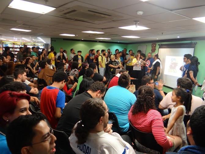 Evento de celebração da cultura nerd anima público em livraria de Manaus