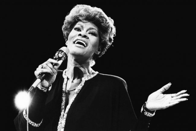 Cantora Dionne Warwick será tema do documentário 'Don't Make Me Over'
