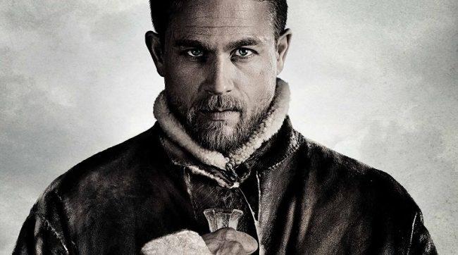 'Rei Arthur – A Lenda da Espada': a essência do cinema estiloso de Guy Ritchie