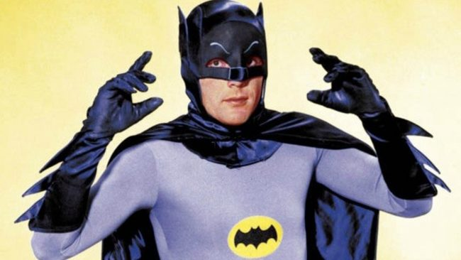 Intérprete do Batman na TV, Adam West morre aos 88 anos