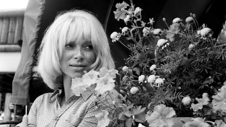 Atriz francesa Mireille Darc morre aos 79 anos