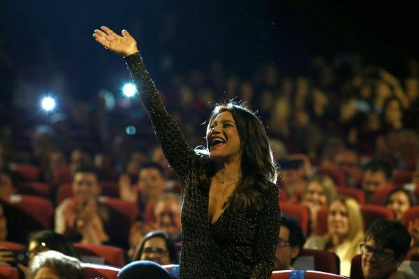 Dira Paes recebe homenagem no Festival de Gramado 2017