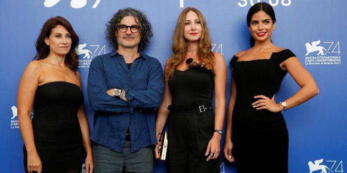 Escrever roteiro com a ex-esposa suavizou divórcio, diz diretor em Veneza