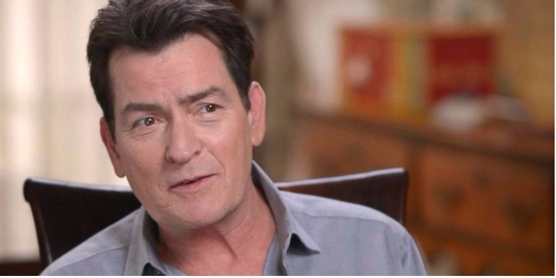 Charlie Sheen é acusado do abuso sexual de ator mirim em 1986