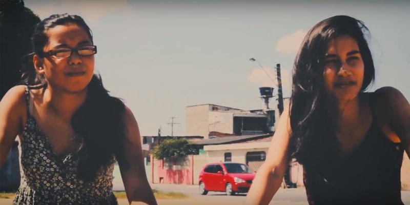 'Mundo de Papel': um olhar generalizado sobre a adolescência