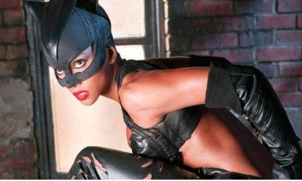 Roteirista de 'Mulher-Gato' detona o próprio trabalho: 'sinto muita vergonha'