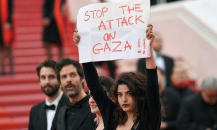 Atriz libanesa Manal Issa apoia Gaza no tapete vermelho de Cannes