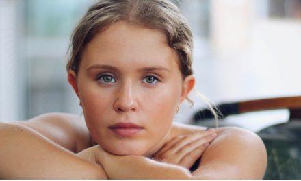 Revelação de 'Sharp Objects' deve participar do novo filme de Greta Gerwig