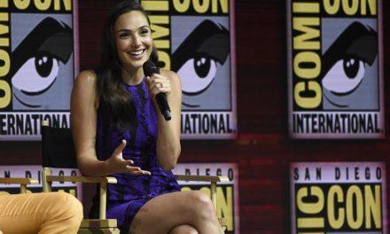 Warner leva público da Comic-Con ao delírio com Gal Gadot e Johnny Depp