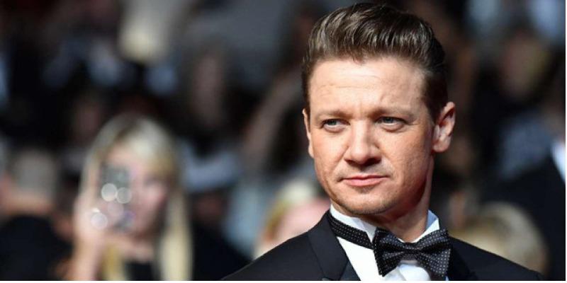 Jeremy Renner se junta Jamie Foxx na nova versão de 'Spawn'