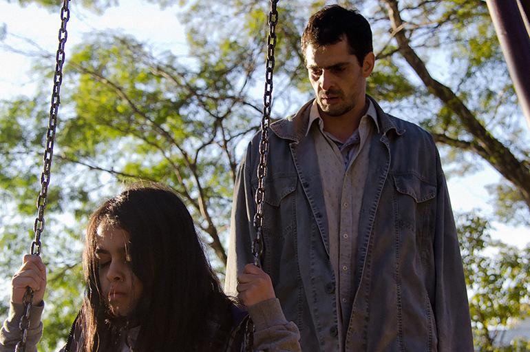 'A Sombra do Pai': excelência da direção deixa problemas de roteiro em segundo plano