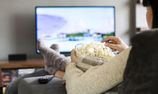 Como assistir bons filmes no cinema ou em casa com desconto?