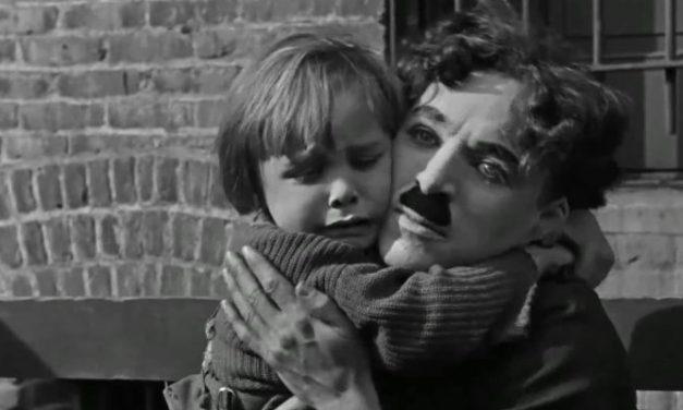 'O Garoto': economia narrativa encontra sensibilidade máxima de Chaplin