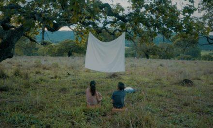 '4 Bilhões de Infinitos': homenagem ao cinema e a esperança de dias melhores