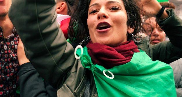 'Nardjes A.': documentário se deixa levar pela empolgação de protestos de rua