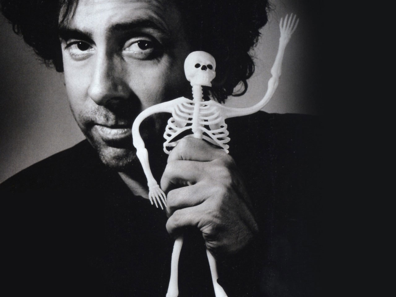 Tim Burton virá ao Brasil para prestigiar exposição sobre a sua carreira