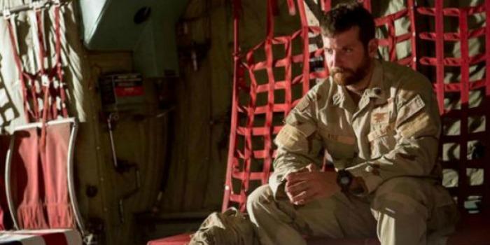 Bradley Cooper se diz surpreso com polêmica de Sniper Americano
