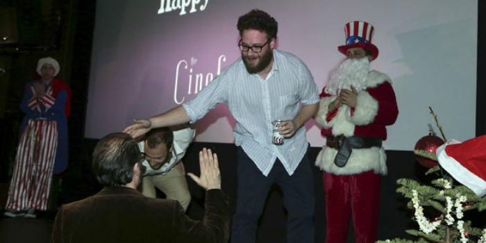 A Entrevista lota cinemas americanos na noite de Natal