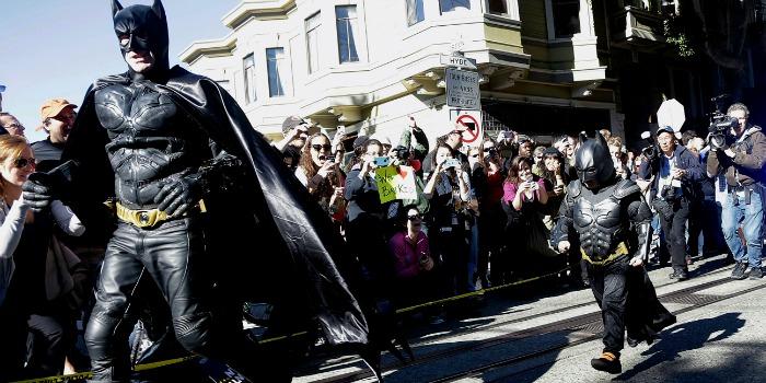 Julia Roberts vai transformar história do Batman mirim de São Francisco em filme