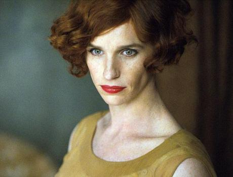 Veja a primeira foto de Eddie Redmayne como transexual em novo filme
