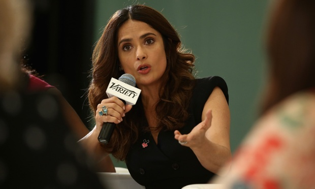Salma Hayek pede aos atores de Hollywood que diminuam salários