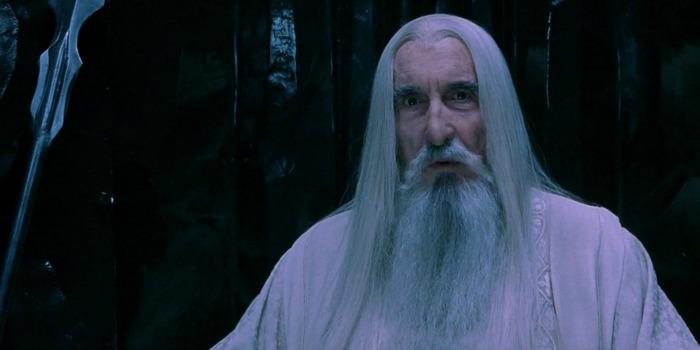"""Christopher Lee como Saruman em """"O Senhor dos Anéis: A Sociedade do Anel"""" (2001)"""