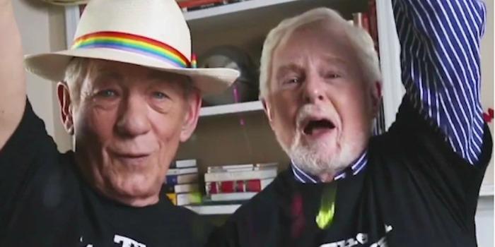 Ian McKellen e Derek Jacobi celebram oficialização do casamento gay nos EUA