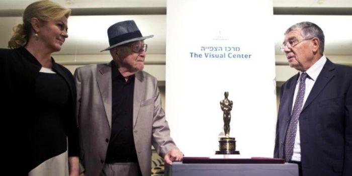 Produtor de A Lista de Schindler doa estatueta do Oscar para Memorial do Holocausto