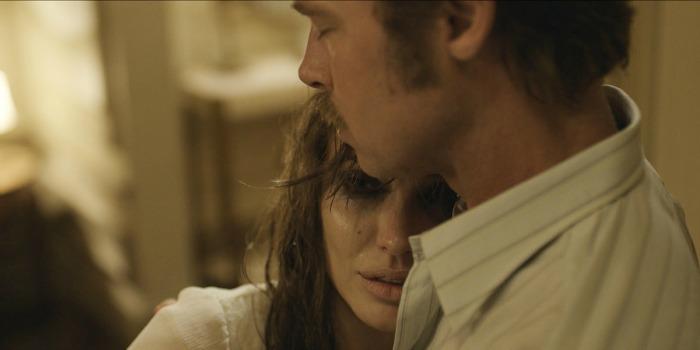 À Beira Mar: um desastre na busca desesperada de Angelina Jolie por um Oscar
