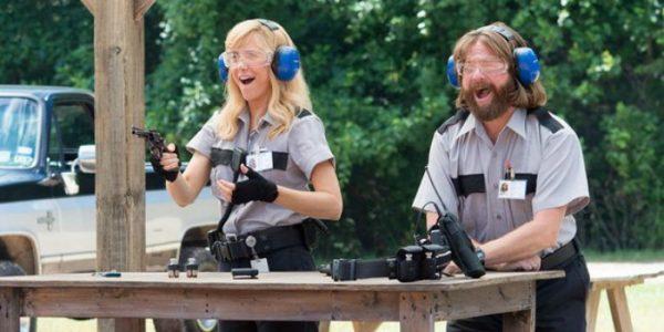 'Gênios do Crime': bom elenco e humor peculiar excêntrico salvam comédia