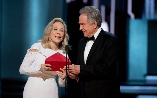Faye Dunaway se diz 'muito culpada' por erro no Oscar 2017