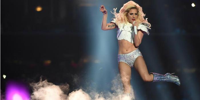 Lady Gaga e Bradley Cooper gravam cenas de musical no Coachella